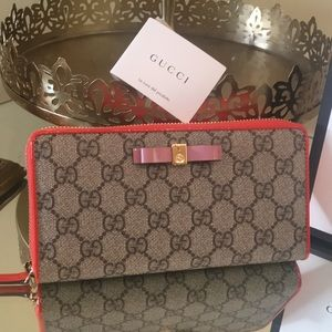 Authentic Gucci Zip around Wallet- New without tag